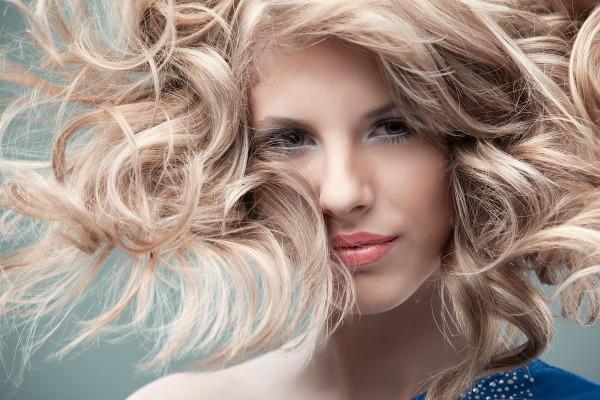 10 gode hårprodukter til mænd og kvinder med krøller