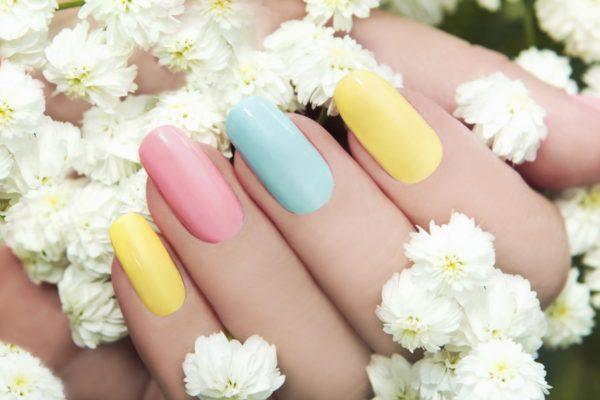Top 10 bedste selvlysende neglelak og neon neglelak