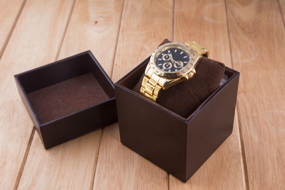 Fint ur i en gaveæske