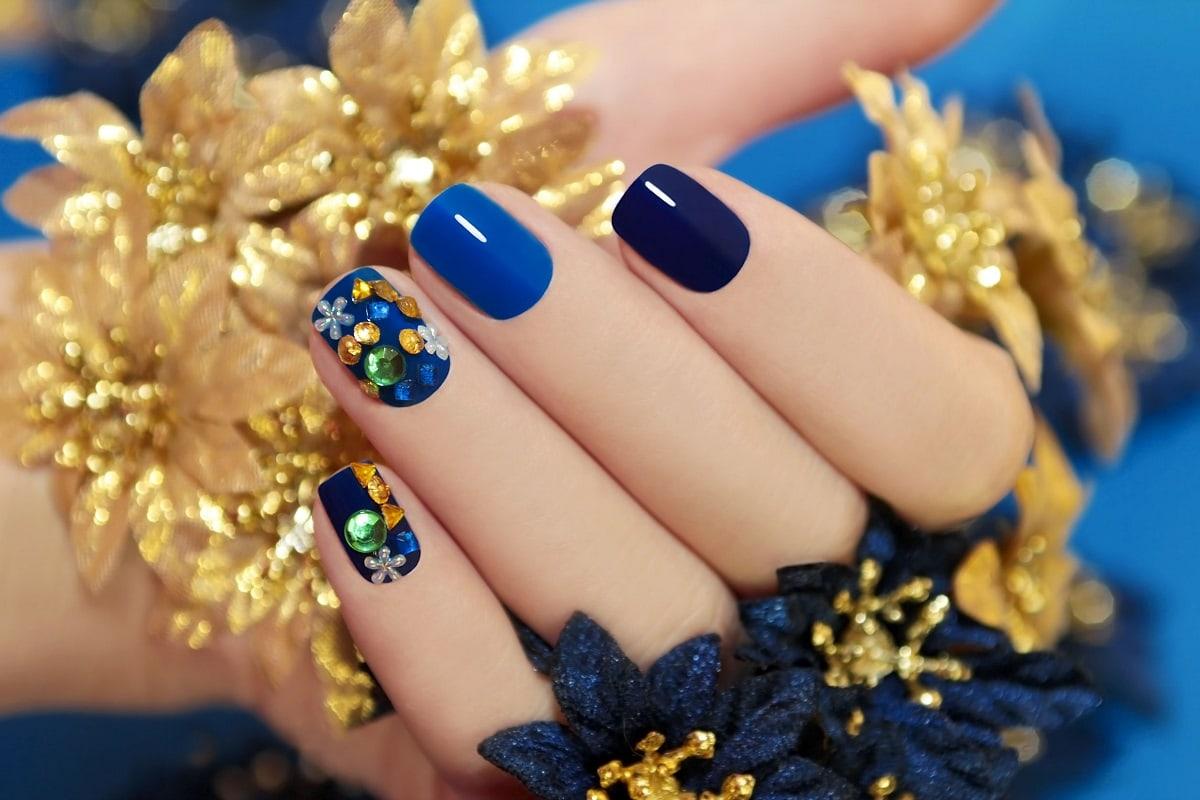 Flotte farvede negle efter manicure