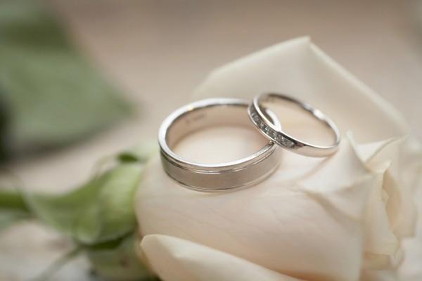 Sådan køber og vælger du billige forlovelsesringe