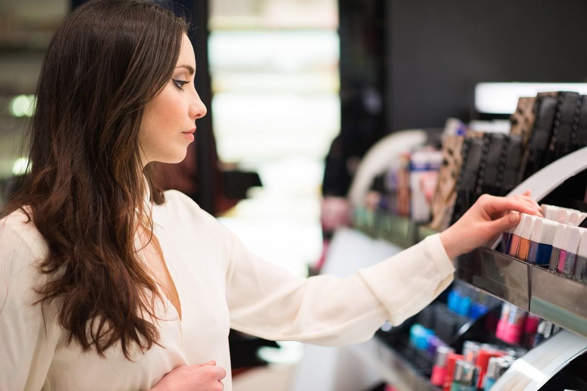 Kvinder der vælger makeup