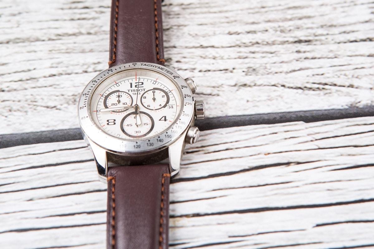 Flot ur med læderrem