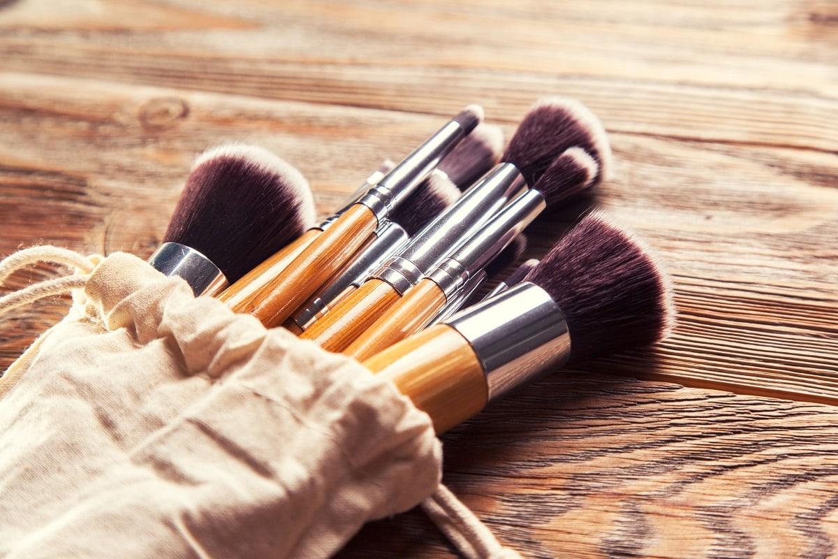 Pose med lækre makeup børster