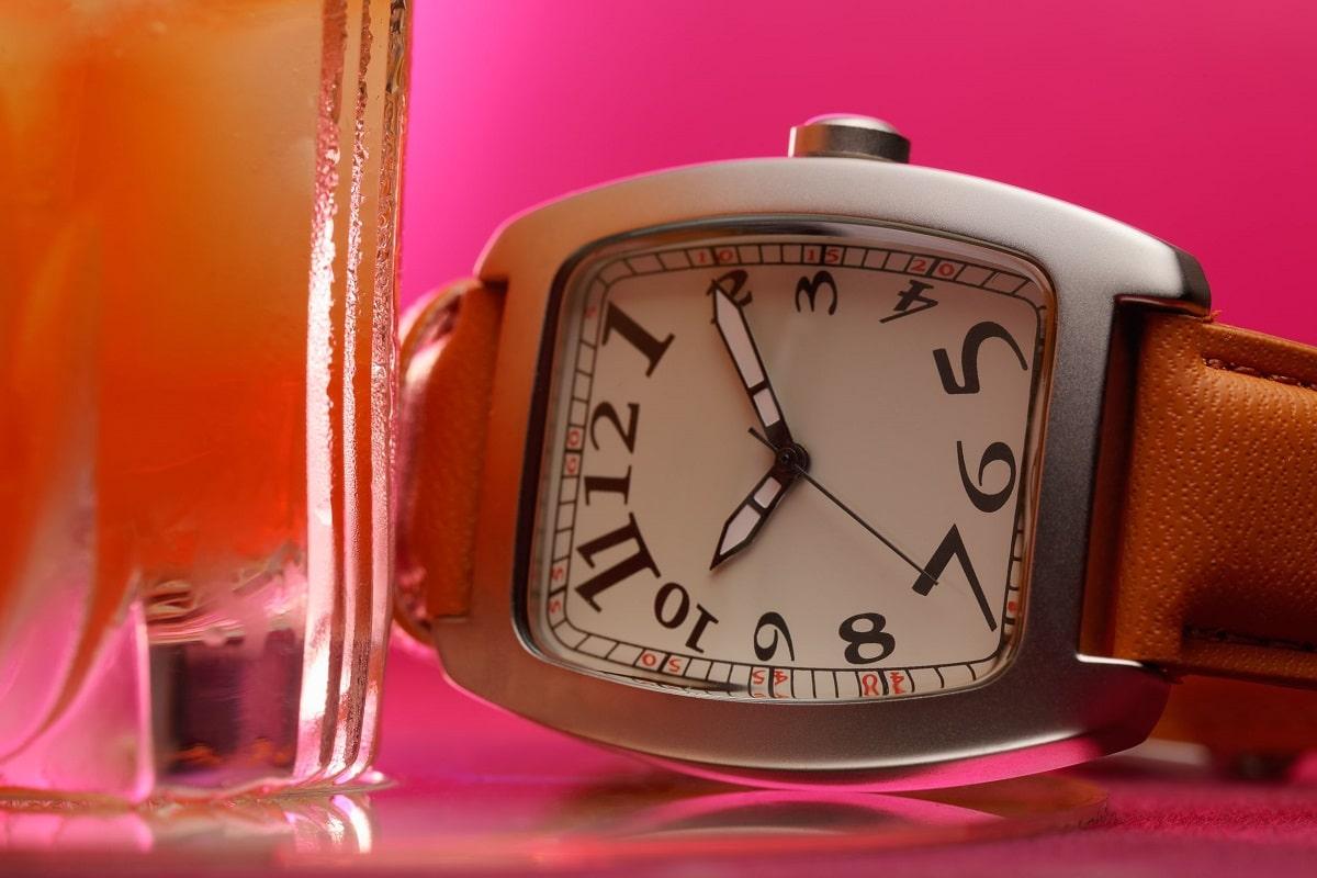 Klassisk ur med læderrem