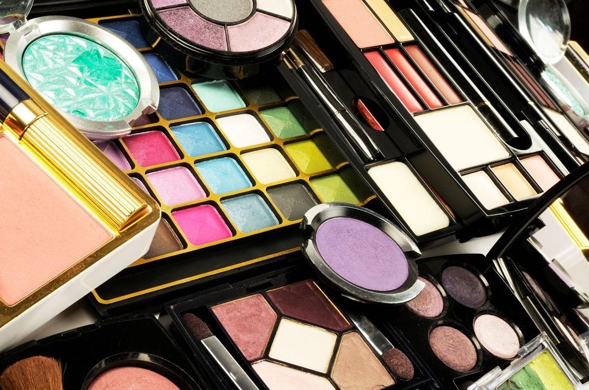 Masser af makeup