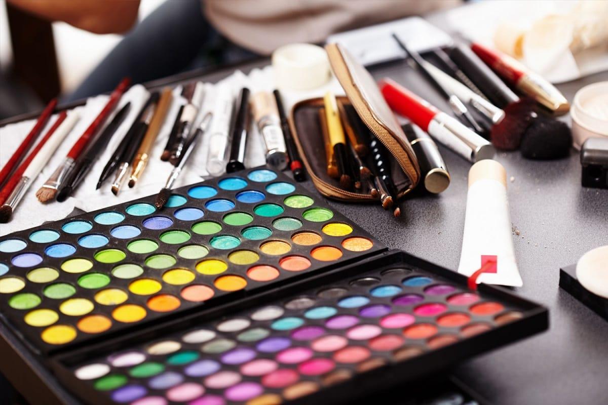 Makeup i mange farver
