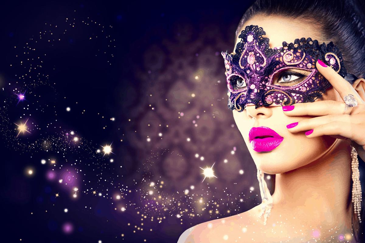 Kvinde med lilla læbestift
