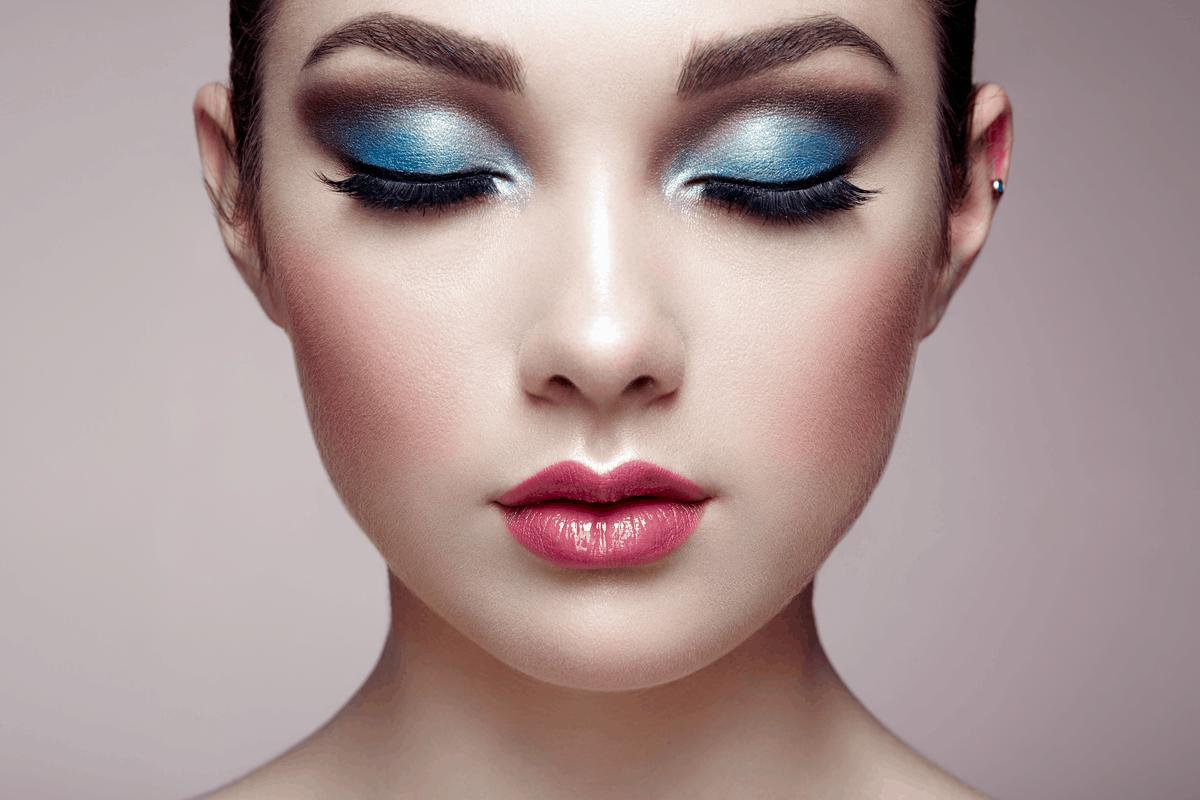 Øjenbryn i blå farve