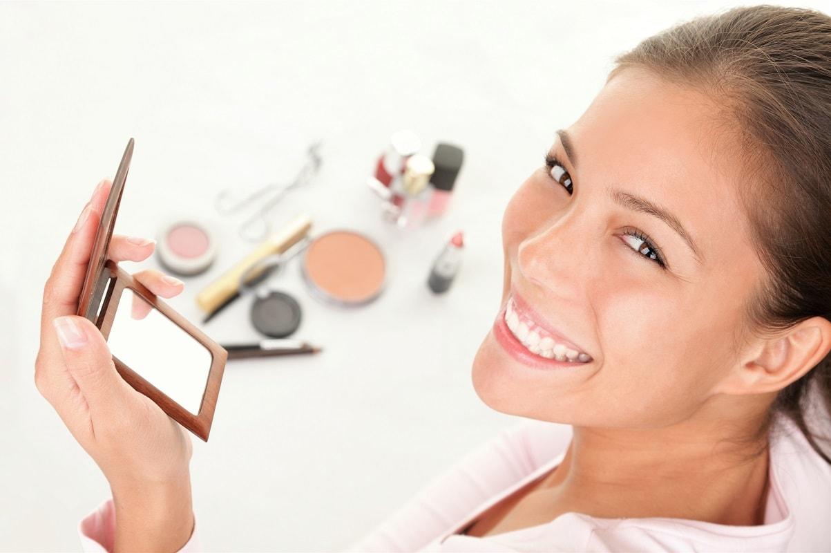 Kvinde der er glad for sin hud
