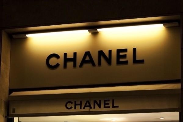 Pristjek på den berømte Chanel no 5 parfume – og de andre Chanel dufte