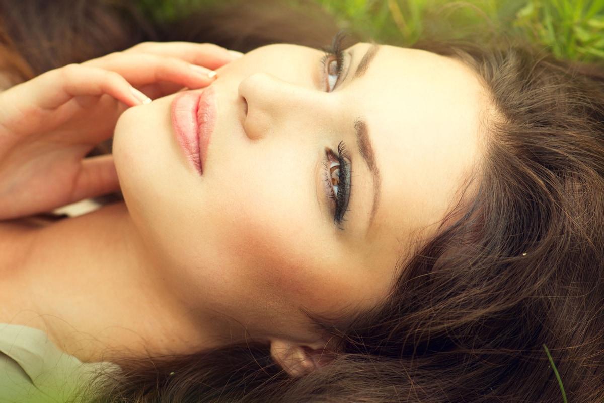Smuk kvinde med makeup