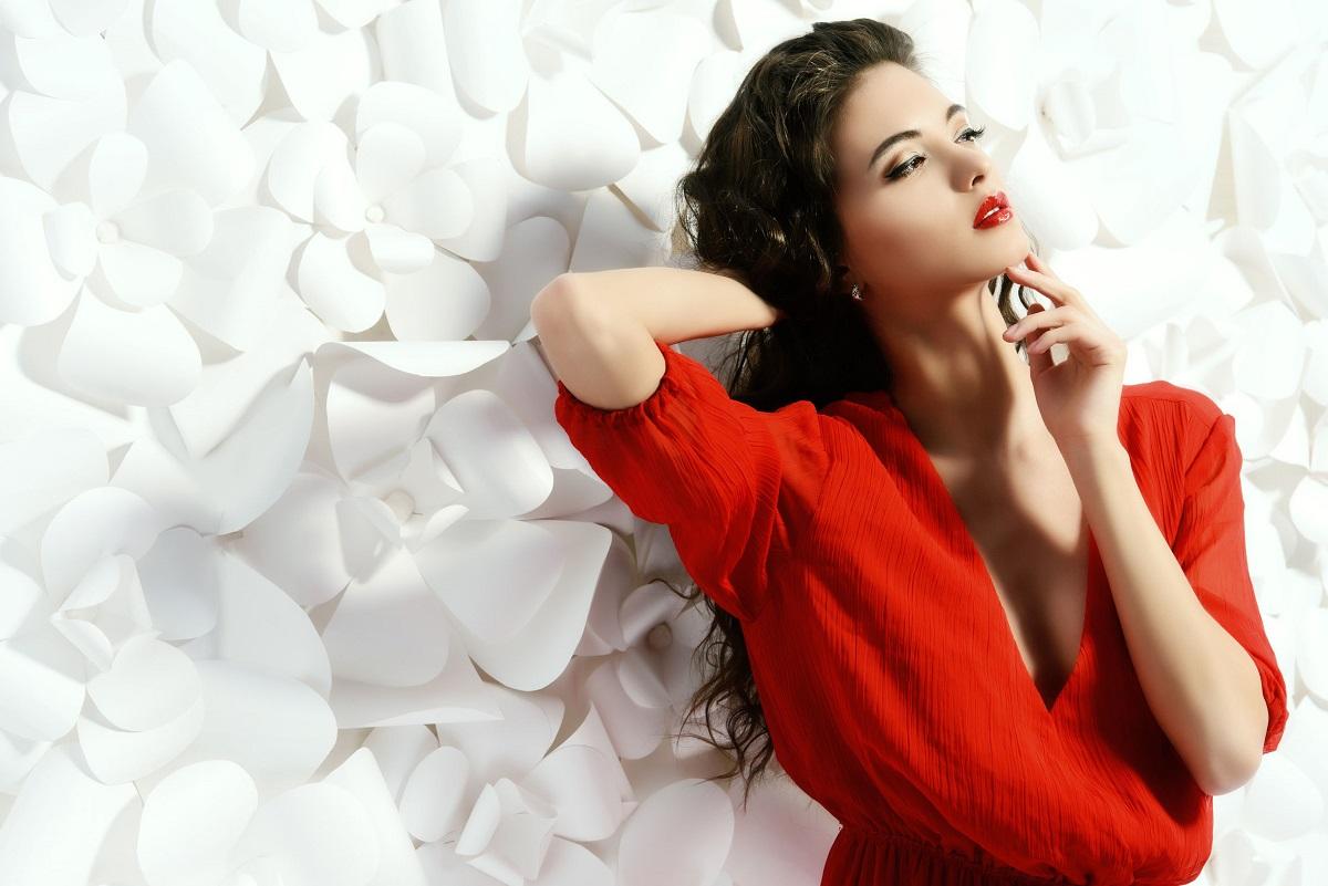 Kvinde med Chanel no. 5 parfume