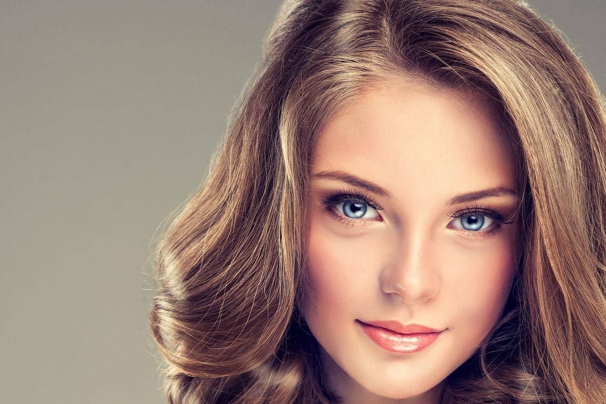 Kvinde med blush makeup