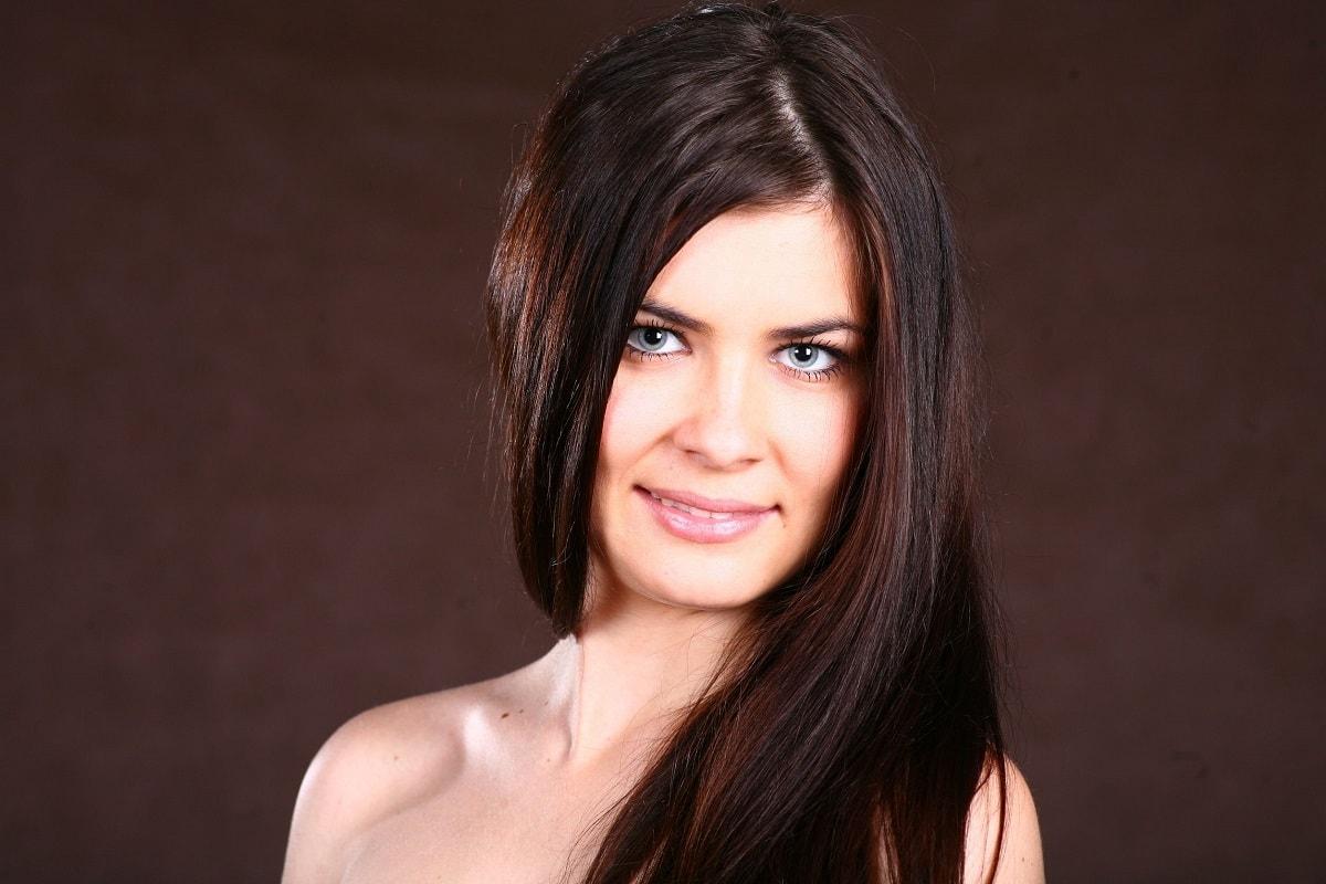 Kvinde med tykt hår