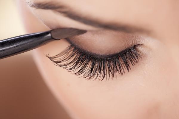 Her er den perfekte øjenbryn-makeup der passer til din øjenform