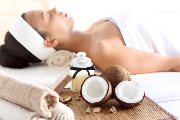 Top 10 bedste kokosolie produkter til din hud