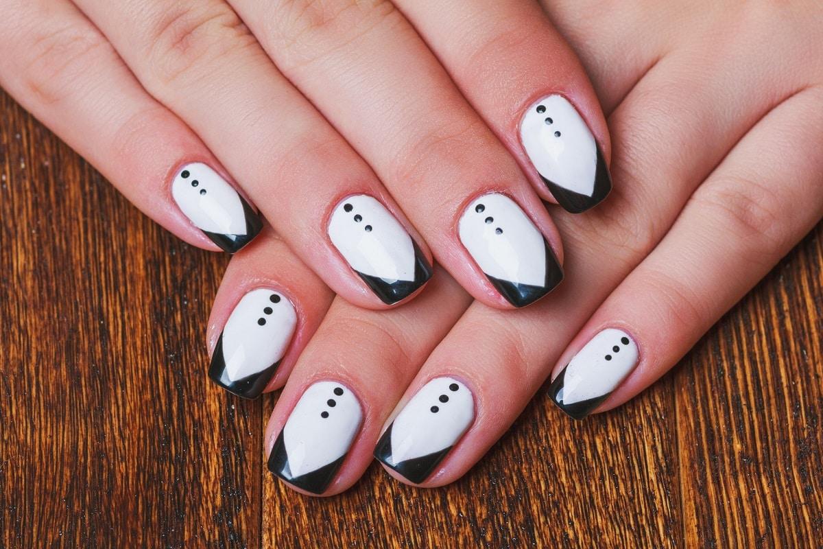 Hvid neglelak og nail art
