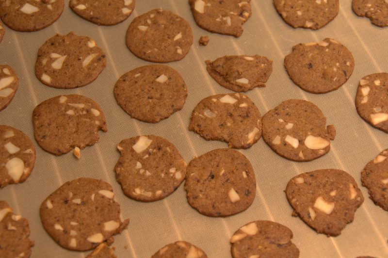 Bageplade fyldt med brunkager
